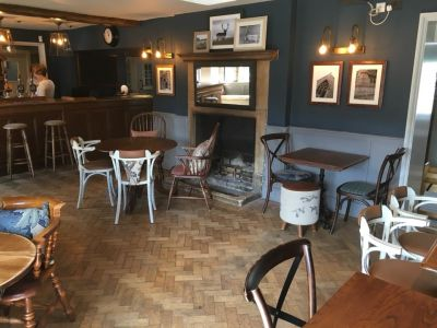 M4 dog-friendly pub and dog walk near Chippenham, Wiltshire - Driving with Dogs