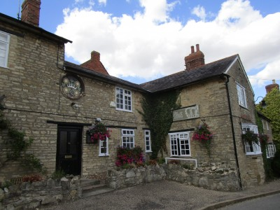 A428 dog-friendly bistro with a dog walk between Bedford and Northampton, Northamptonshire - Driving with Dogs