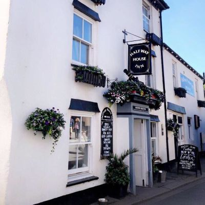 Halfway House Inn Kingsand, Cornwall - Driving with Dogs