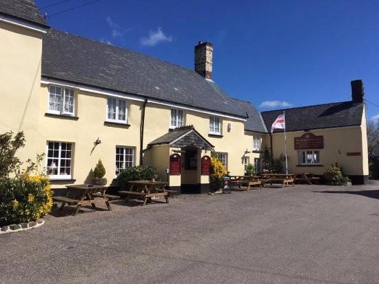 Country pub with dog-friendly B&B and dog walk, Devon - Devon dog-friendly B&B and dog walk.jpg