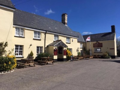 Country pub with dog-friendly B&B and dog walk, Devon - Driving with Dogs
