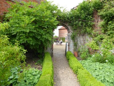 Exploring dog-friendly gardens and a cup of tea and cake, Lincolnshire - Driving with Dogs