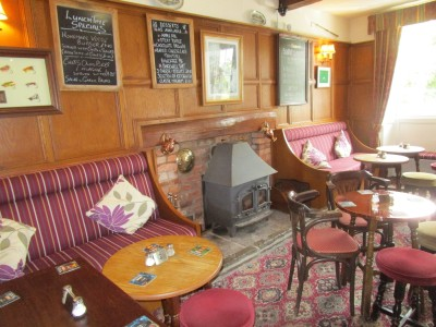 A438 dog walk and dog-friendly pub in cider country, Herefordshire - Driving with Dogs