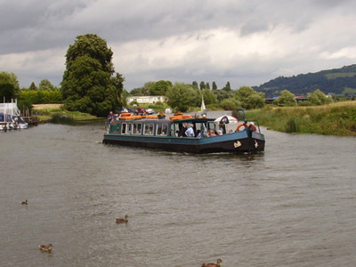 M50 Junction 1 River Avon dog walk and dog-friendly pub, Gloucestershire - Driving with Dogs