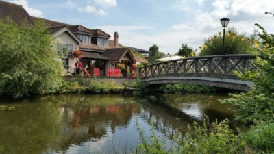 A412 Dog walk and dog-friendly country pub near Ruislip, Greater London - Driving with Dogs