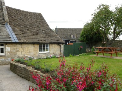 Country dining pub and dog walk near Bath, Wiltshire - Driving with Dogs