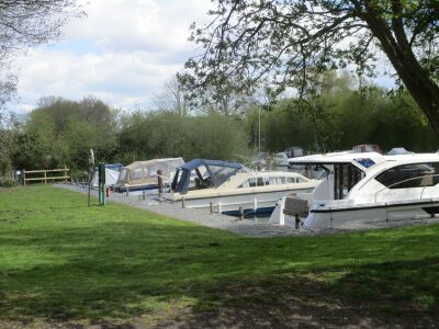Waterside inn on the Broads with dog walk, Norfolk - Driving with Dogs