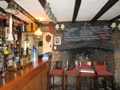 River Ure dog walk and dog-friendly inn, North Yorkshire - Driving with Dogs