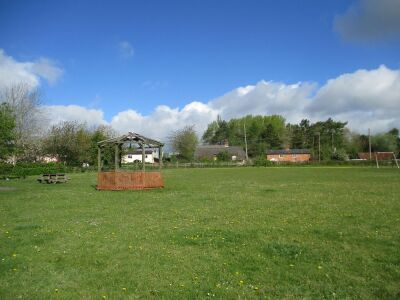 A14 outdoor gym, with dog-friendly pub, Suffolk - Driving with Dogs