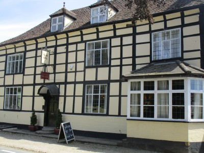 Heritage dog-friendly pub and B&B, Herefordshire - Driving with Dogs