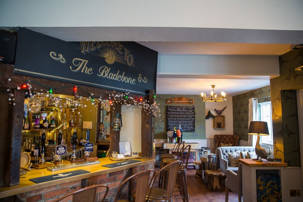 The Bladebone Inn, Berkshire - bar-7.jpg