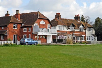 A4 dog friendly pub and dog walk near Maidenhead, Berkshire - Driving with Dogs
