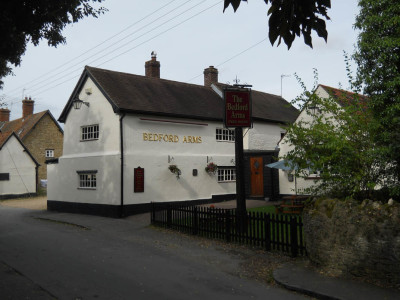 A6 doggiestop with village inn near Rushden, Bedfordshire - Driving with Dogs