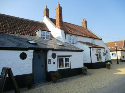 A149 Thornham dog-friendly pub and dog walk, Norfolk - Driving with Dogs