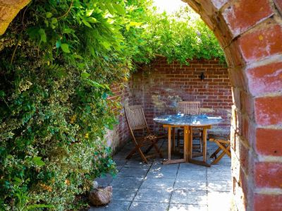 A343 dog-friendly pub and dog walk near Andover, Hampshire - Driving with Dogs