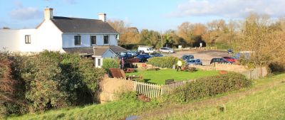 Dog walk with dog-friendly pub and overnight parking, Wales - Driving with Dogs