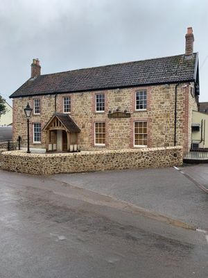 A303 dog walk and dog-friendly village pub near Ilminster, Somerset - Driving with Dogs