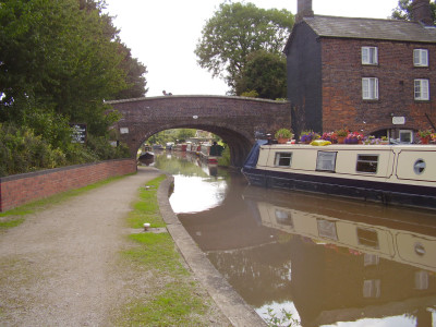 Hartshill canalside walk, Warwickshire - Driving with Dogs