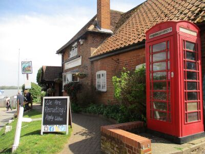Waterside dog walk with pub, swimming and boat trips, Suffolk - Driving with Dogs