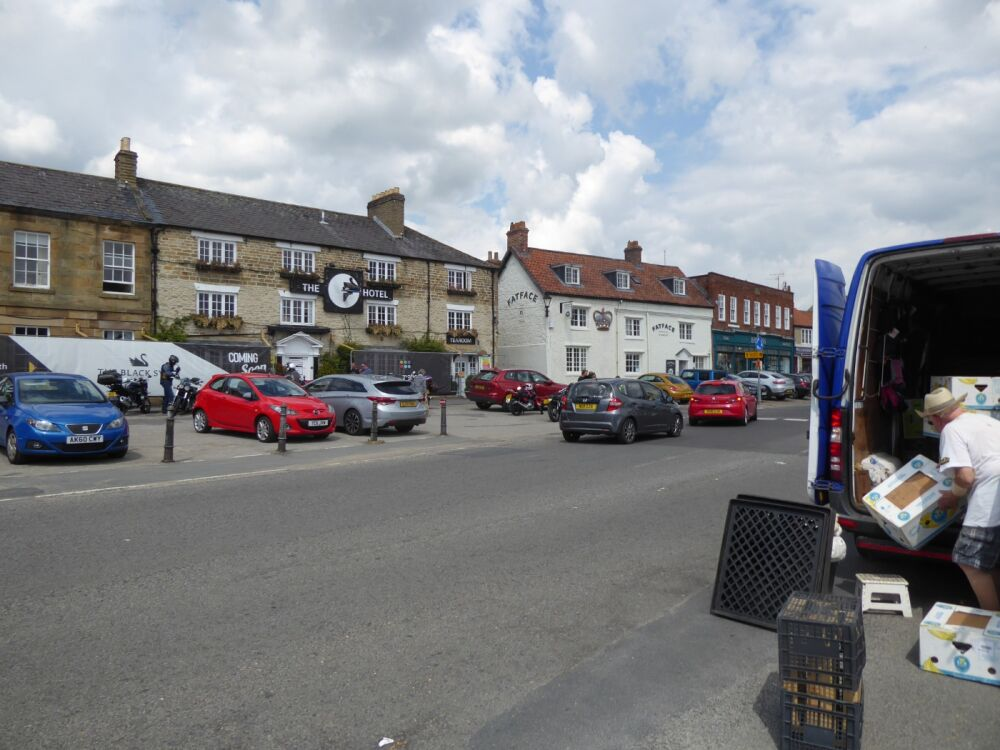 Market town with dog walks and dog-friendly cafes, North Yorkshire - Yorkshire dog walks from dog-friendly pubs