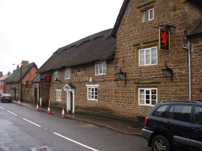 M1 Junction 18 dog-friendly pub and dog walk, Northamptonshire - Driving with Dogs