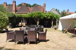 M3 dog-friendly pub and dog walk near Basingstoke, Hampshire - Driving with Dogs