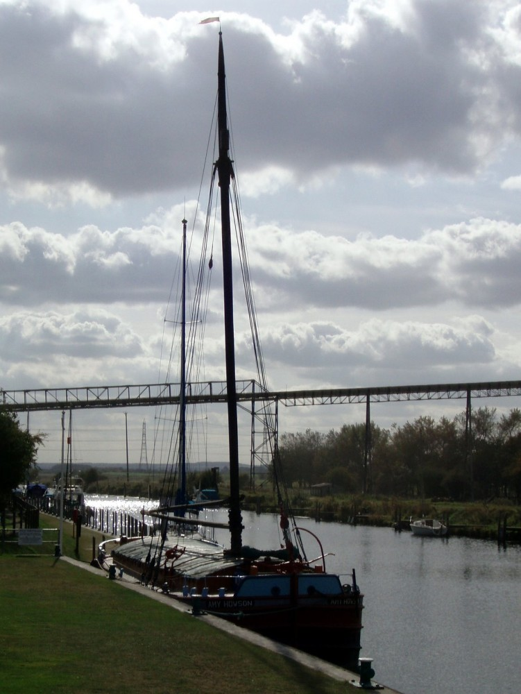 A long and lonely dog walk by the river, Lincolnshire - Dog walks in Lincolnshire