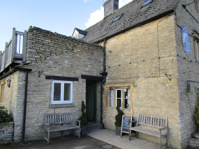 Dog walk and dog-friendly pub near Stow, Gloucestershire - Driving with Dogs