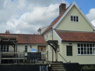 Dog walk and dog-friendly pub near Diss, Suffolk - Driving with Dogs