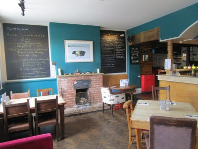 M4 Junction 15 dog-friendly dining and walk, Wiltshire - Driving with Dogs