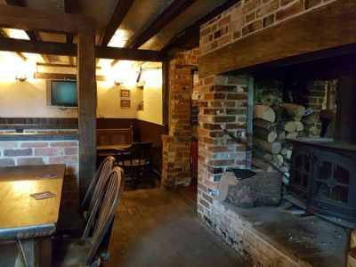A340 dog-friendly pub and dog walk near Basingstoke, Hampshire - Driving with Dogs