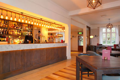 M3 dog-friendly pub and dog walk near Southampton, Hampshire - Driving with Dogs