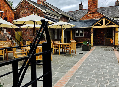 Tarporley dog walk and dog-friendly pub, Cheshire - Driving with Dogs