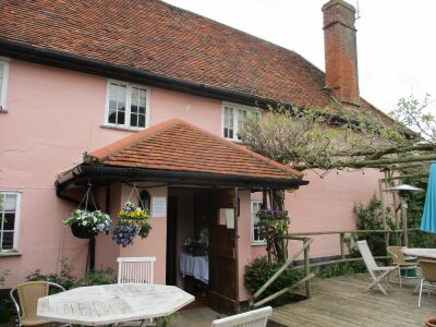 Traditional dog-friendly inn with large garden, Suffolk - Driving with Dogs
