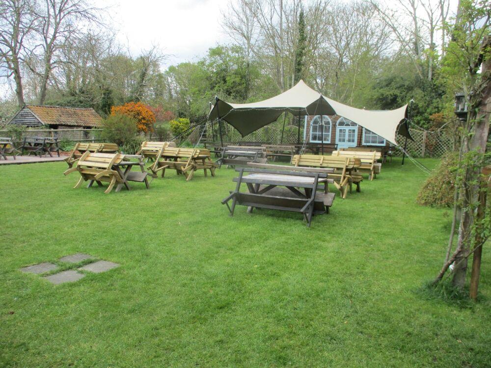 Historic dog-friendly inn with large garden, Suffolk - Suffolk dog-friendly pubs with dog walks