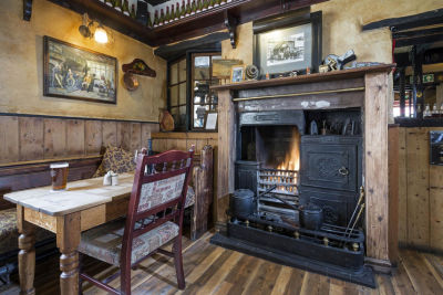 A1 Dog-friendly country inn with B&B, and a long dog walk near Alnwick, Northumberland - Driving with Dogs