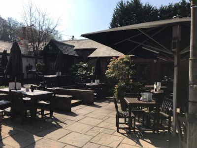 M27 dog-friendly pub and dog walk near Southampton, Hampshire - Driving with Dogs