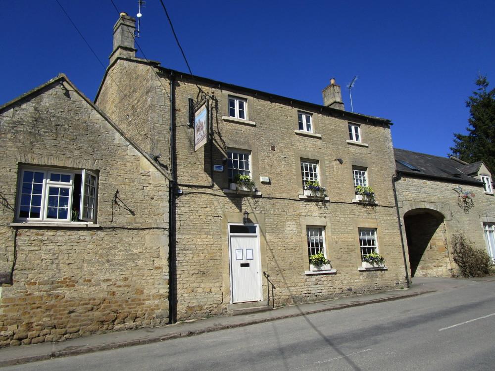 Evenlode Valley dog-friendly pub and dog walk, Oxfordshire - Dog walks in Oxfordshire