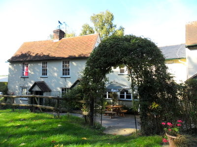 Country pub with a dog walk, Hertfordshire - Driving with Dogs