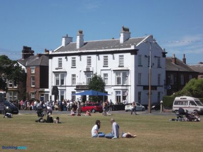 A584 dog walk and dog-friendly pub, Lytham St Anne's, Lancashire - Driving with Dogs