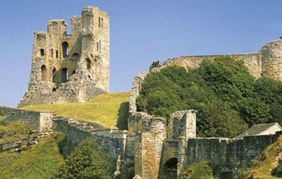 Dogs welcome at the castle, North Yorkshire - Driving with Dogs