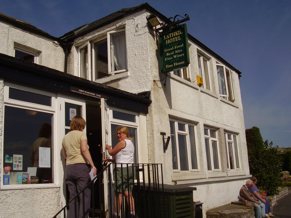 Scenic dale dog walk with two dog-friendly pubs, Derbyshire - Image 12