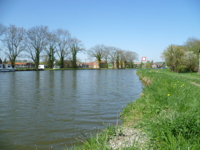 A26 exit 9 Canalside dog walk, France - Driving with Dogs