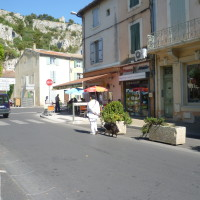 A7 exit 25 doggiestop in Cavaillon, France - Image 1