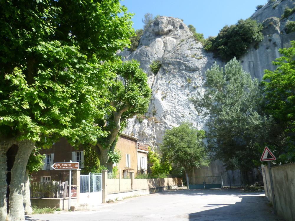 A7 exit 25 doggiestop in Cavaillon, France - Image 4