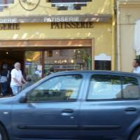 A7 exit 25 doggiestop in Cavaillon, France - Image 6