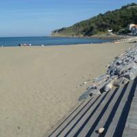 A9 Exit 40 Sandy dog-friendly beach walk, France - Image 1