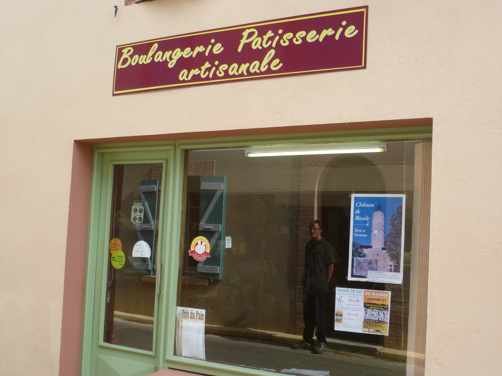 A20 exit 59 doggiestop near Bioule, France - Image 6