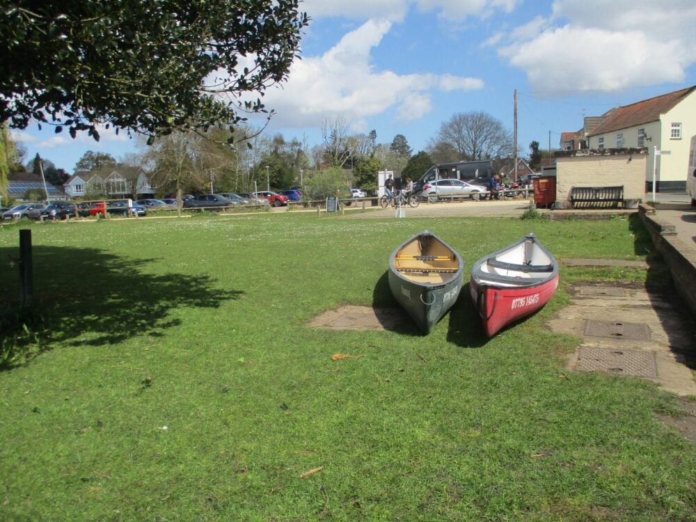 Dog-friendly boat trip and riverside refreshments, Norfolk - Dog-friendly pub near Norwich