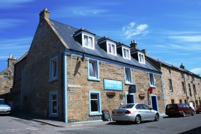 Burghead dog-friendly pub and dog walk, Scotland - Driving with Dogs